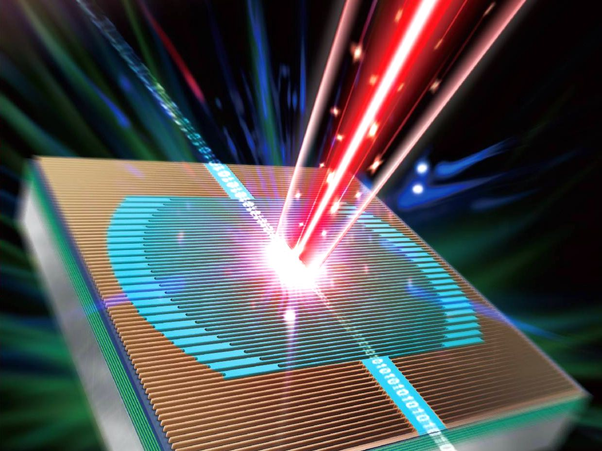 Smaller and stronger photonic chips achieve theoretical breakthroughs